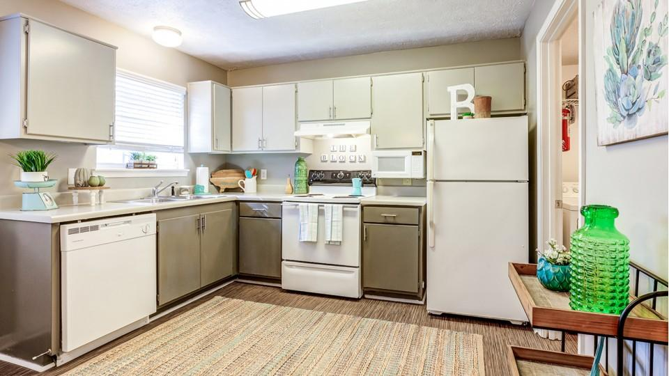 The-Block-Townhomes-Starkville-MS-Kitchen-With-Fridge-Unilodgers