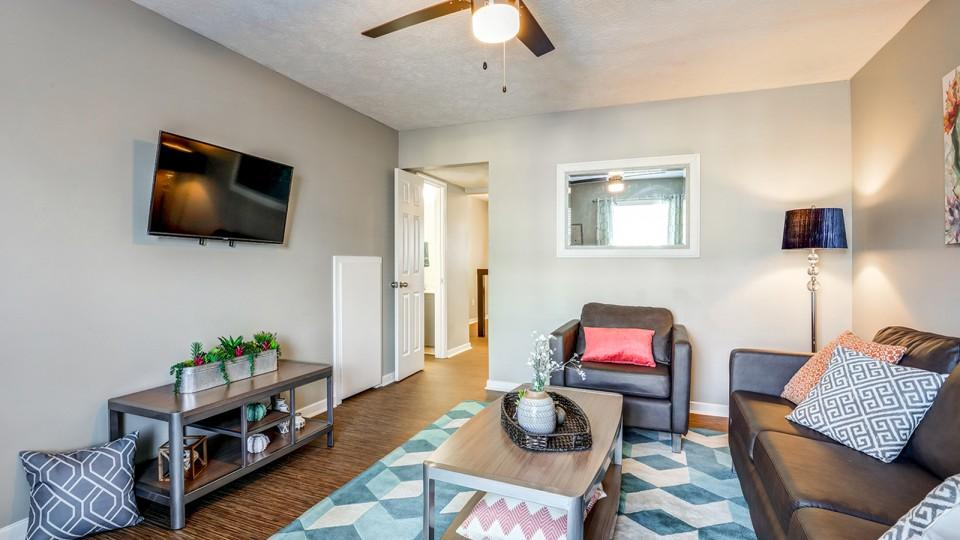 The-Block-Townhomes-Starkville-MS-Living-Area-With-TV-Unilodgers