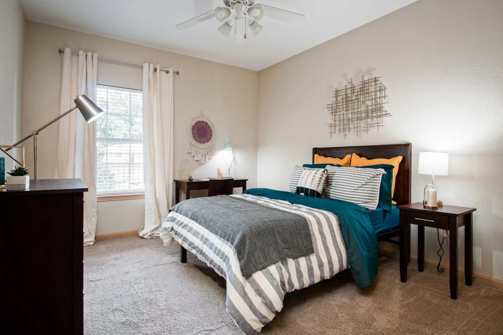 The-Bluff-at-Waterworks-Landing-Tuscaloosa-AL-Bedroom-2-Unilodgers