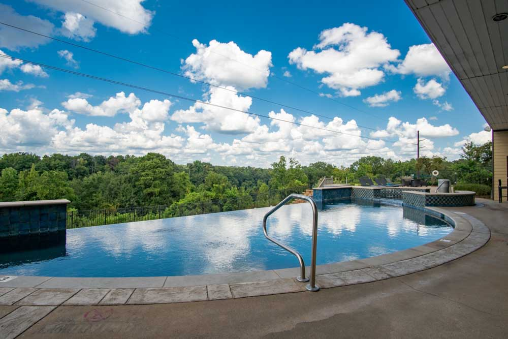 The-Bluff-at-Waterworks-Landing-Tuscaloosa-AL-Swimming-Pool-Unilodgers