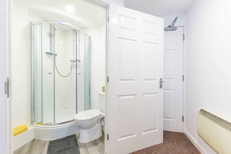 The-Castle-Sheffield-2-Bathroom-Unilodgers