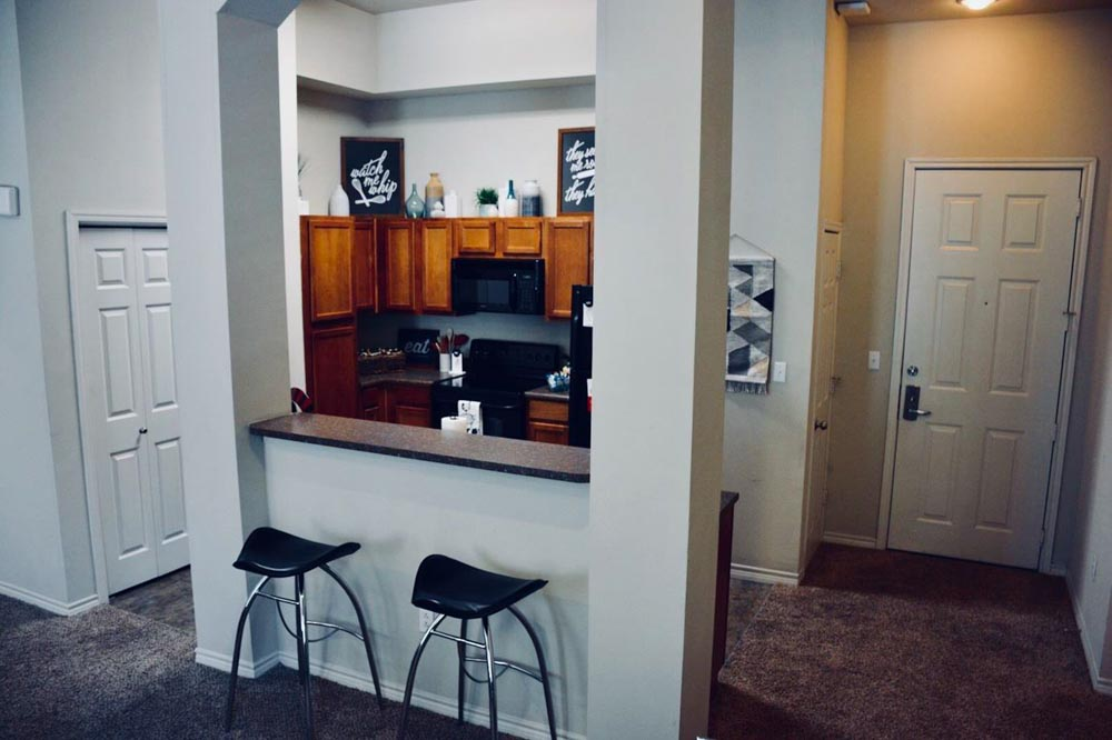 The-Centre-At-Overton-Park-Lubbock-TX-Kitchen-With-Breakfast-Bar-Unilodgers