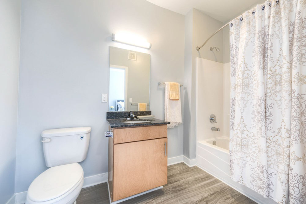 The-Clubhouse-Student-Apartments-Louisville-KY-Bathroom-Unilodgers
