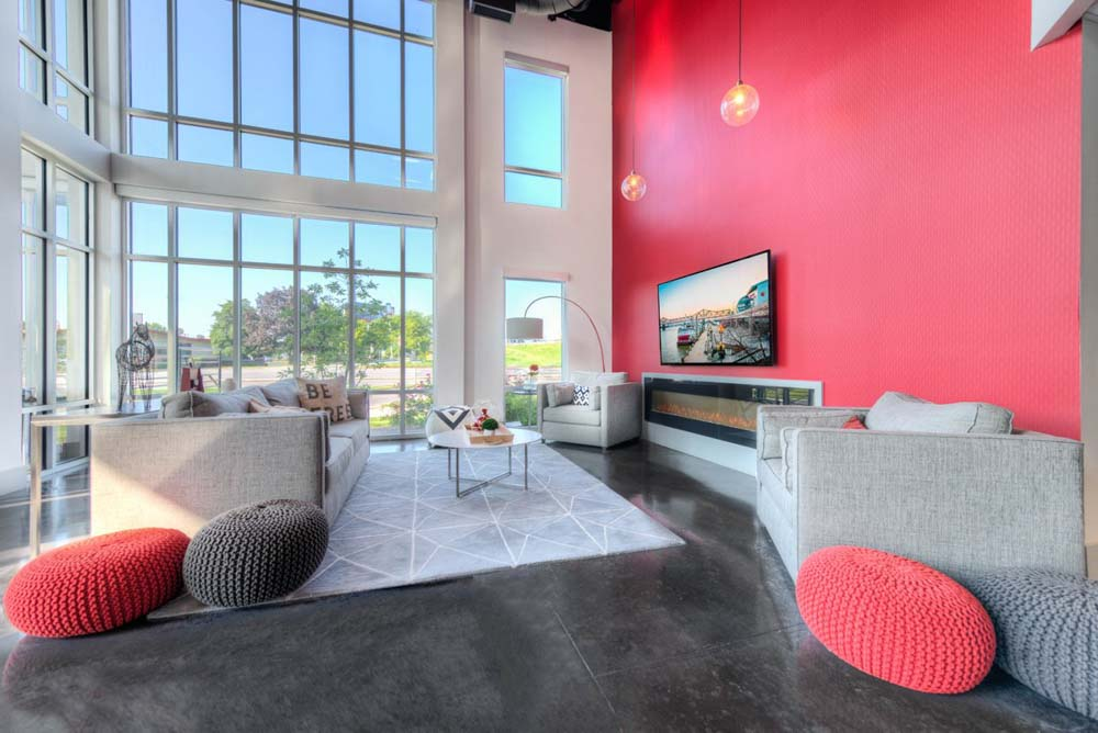 The-Clubhouse-Student-Apartments-Louisville-KY-Commo-Room-With-TV-Unilodgers