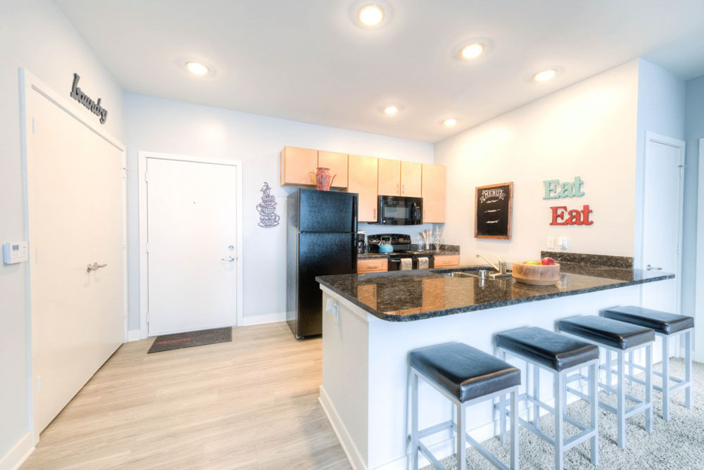 The-Clubhouse-Student-Apartments-Louisville-KY-Kitchen-With-Fridge-And-Breakfast-Bar-Unilodgers