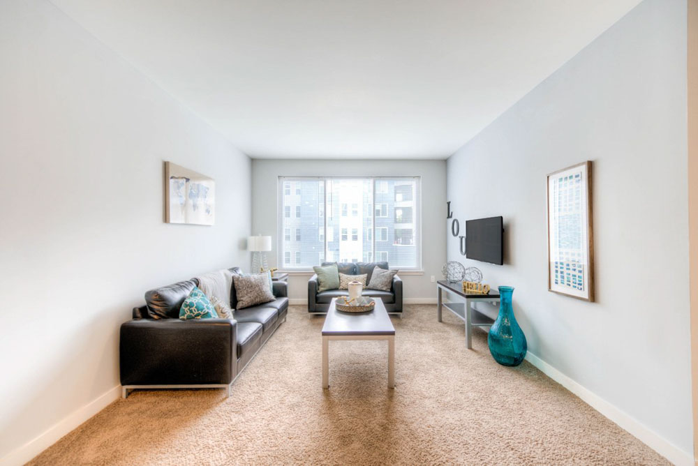 The-Clubhouse-Student-Apartments-Louisville-KY-Living-Area-With-TV-Unilodgers