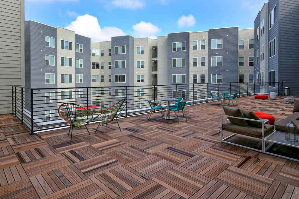 The-Clubhouse-Student-Apartments-Louisville-KY-Sky-Courtyard-Unilodgers