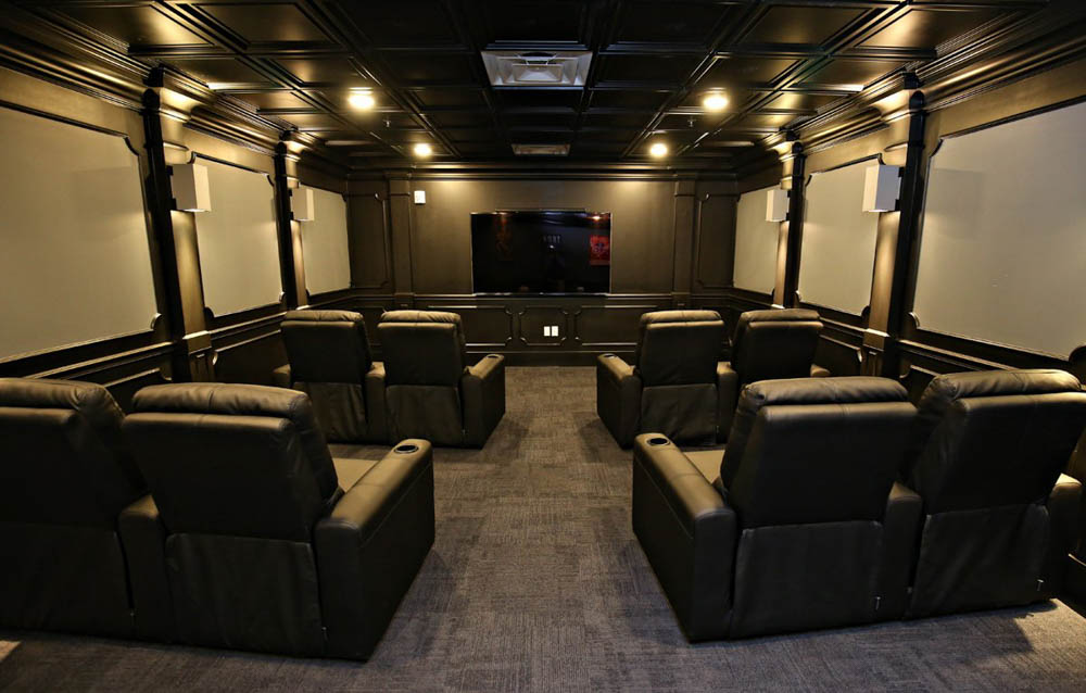 The-Clubhouse-Student-Apartments-Louisville-KY-Theater-Room-Unilodgers