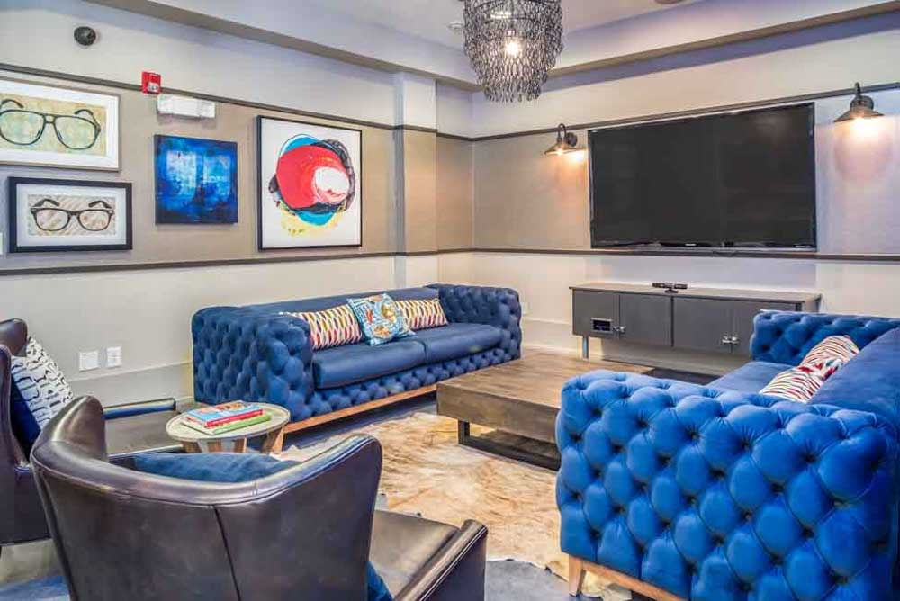 The-College-Inn-Raleigh-NC-Common-Room-With-TV-Unilodgers