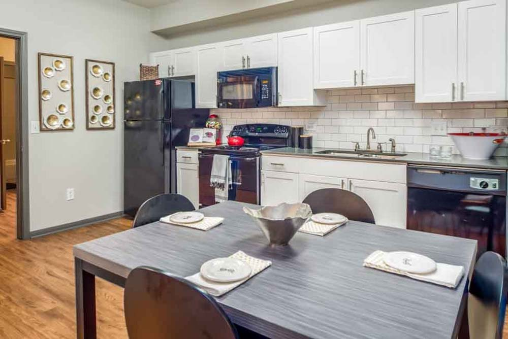 The-College-Inn-Raleigh-NC-Kitchen-With-Dining-Table-Unilodgers