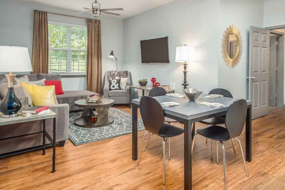 The-College-Inn-Raleigh-NC-Living-Area-With-TV-Unilodgers