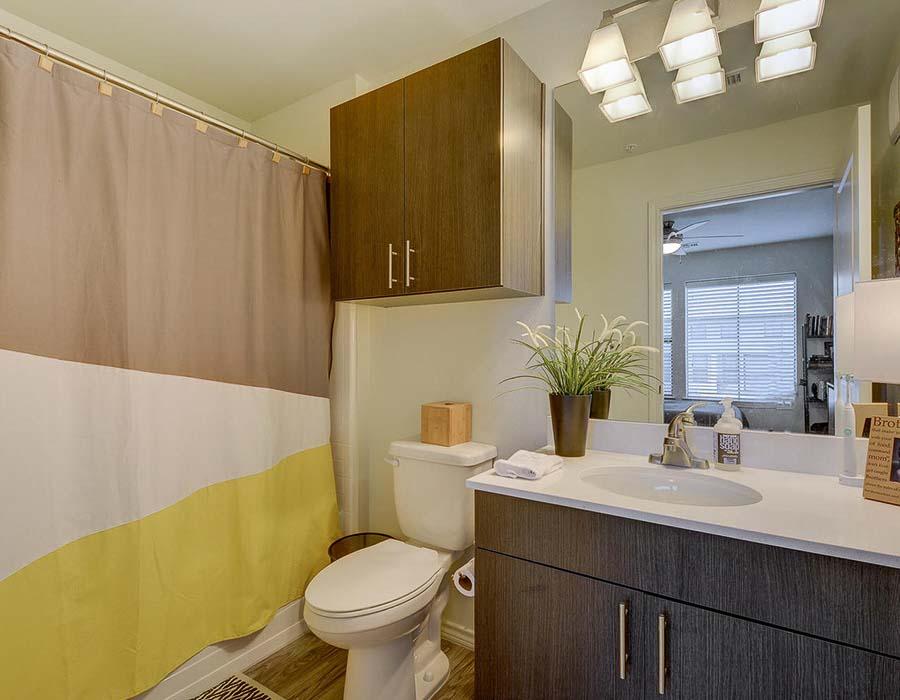 The-Corner-Austin-TX-Bathroom-Unilodgers