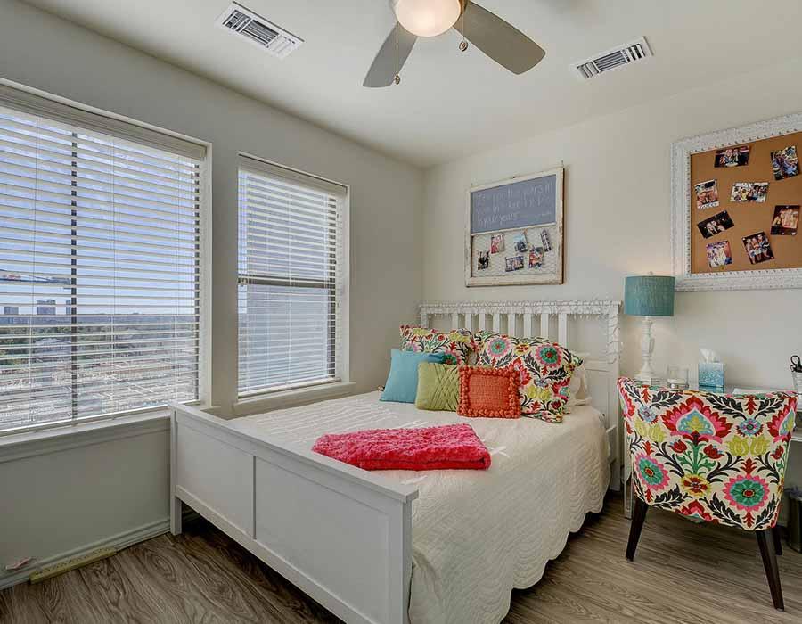 The-Corner-Austin-TX-Bedroom-Unilodgers