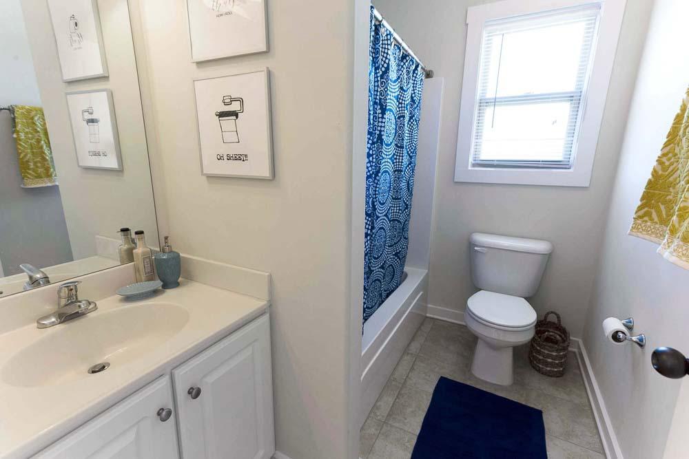 The-Cottages-At-Lake-Tamaha-Tuscaloosa-AL-Bathroom-Unilodgers