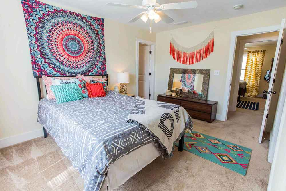 The-Cottages-At-Lake-Tamaha-Tuscaloosa-AL-Bedroom-Unilodgers