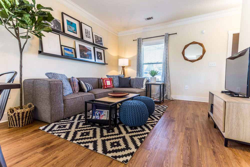 The-Cottages-At-Lake-Tamaha-Tuscaloosa-AL-Living-Area-With-TV-Unilodgers