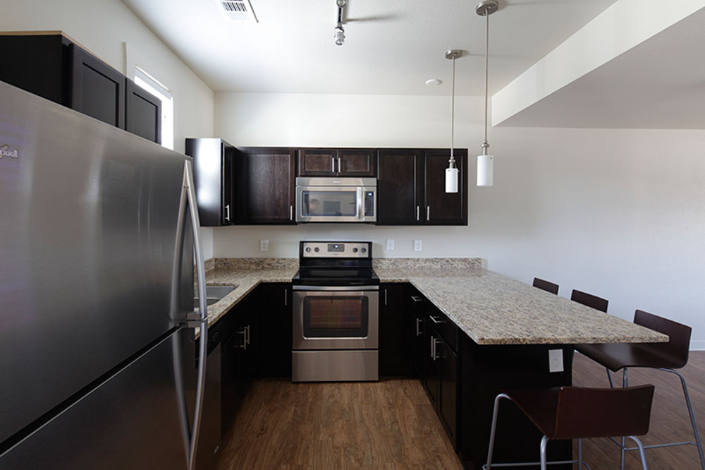 The-Cottages-Of-Tempe-AZ-Kitchen-With-Breakfast-Bar-Unilodgers
