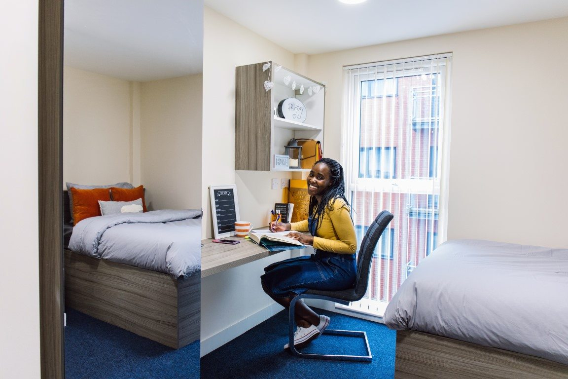 The-Cube-Bolton-En-Suite-Bedroom-1-Unilodgers-14957848131
