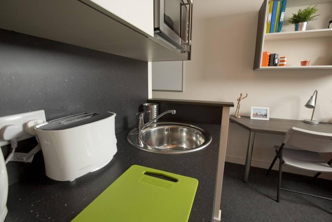 The-Cube-Bolton-Studio-Kitchen-Area-Unilodgers-1495784862
