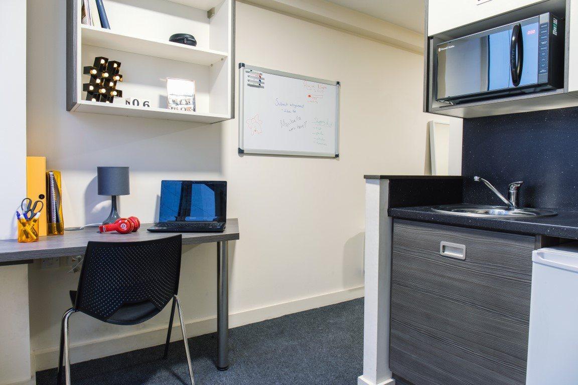 The-Cube-Bolton-Studio-Kitchen-Area-Unilodgers-14957848622