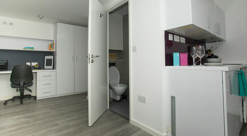 The-Cube-Ealing-London-Deluxe-Studio-2-Unilodgers
