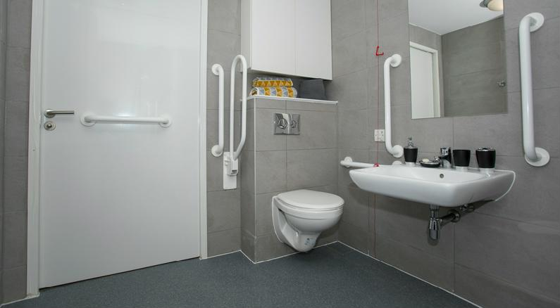 The-Cube-Ealing-London-Premium-Accessible-Twin-2-Unilodgers
