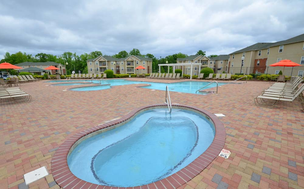 The-Davis-Greenville-NC-Swimming-Pool-With-Hot-Tub-Unilodgers