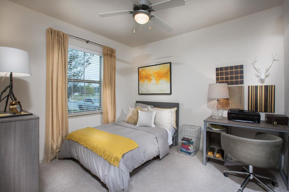 The-Exchange-At-Baton-Rouge-Baton-Rouge-LA-Bedroom-With-Study-Desk-And-Chair-Unilodgers