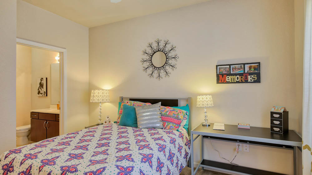 The-Flats-At-Campus-Pointe-Charlotte-NC-Bedroom-Unilodgers
