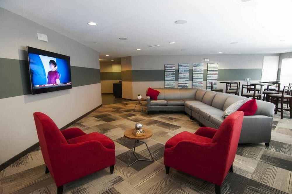 The-Flats-At-Carrs-Hill-Athens-GA-Common-Room-With-TV-Unilodgers