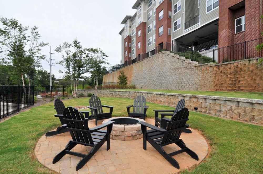 The-Flats-At-Carrs-Hill-Athens-GA-Outdoor-Courtyard-With-Firepit-Unilodgers