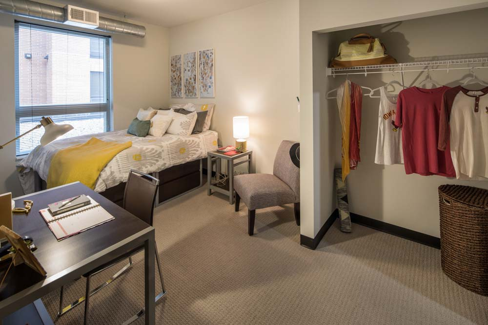 The-Foundry-Ames-IA-Bedroom-Unilodgers