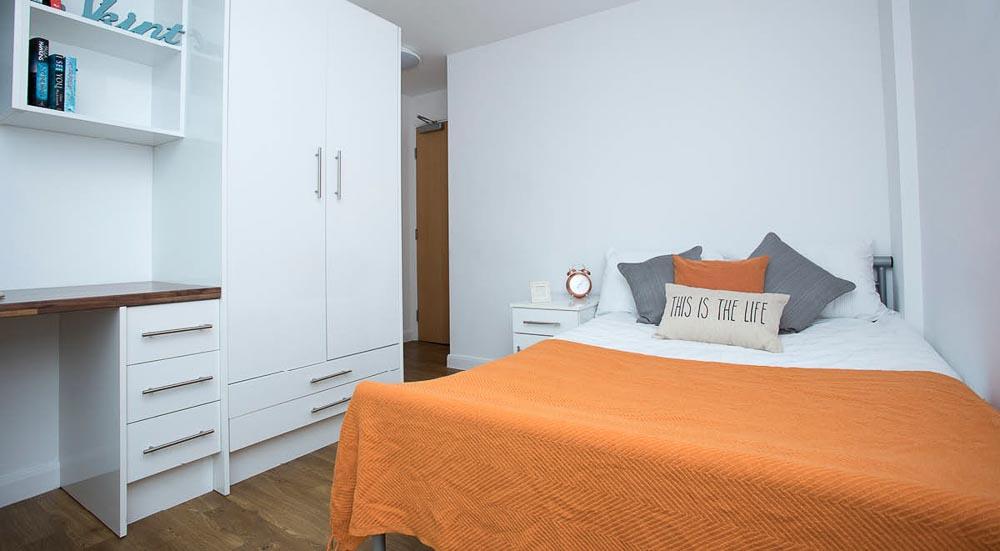 The-Glasshouse-Nottingham-Standard-2-Bed-02-Unilodgers