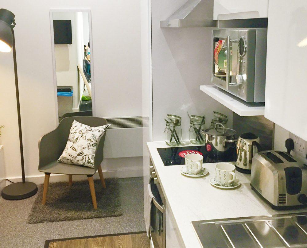 The-Glassworks-Leicester-Premium-Standard-Plus-Studio-Kitchen-Unilodgers