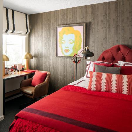 The-Gramercy-Manhattan-KS-Bedroom-Unilodgers