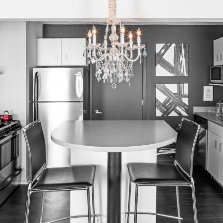 The-Gramercy-Manhattan-KS-Kitchen-With-Dining-Tables-&-Chairs-Unilodgers