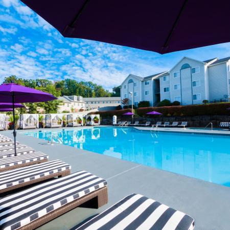 The-Harrison-Harrisonburg-VA-Swimming-Pool-Unilodgers