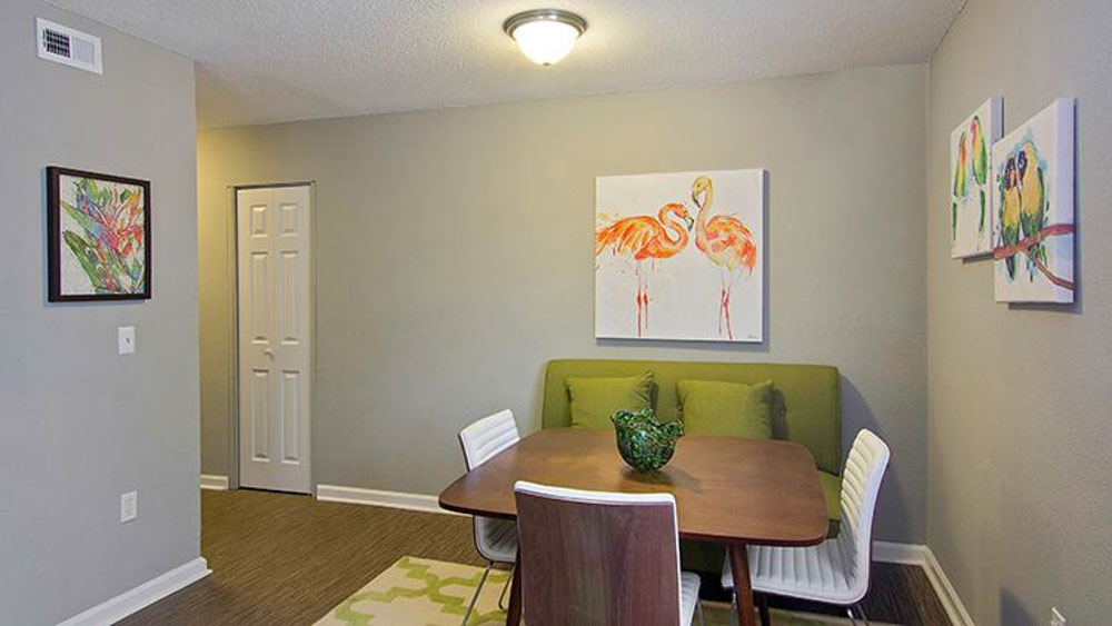 The-Hub-At-Tallahassee-Apartment-Homes-Tallahassee-FL-Dining-Table-Unilodgers