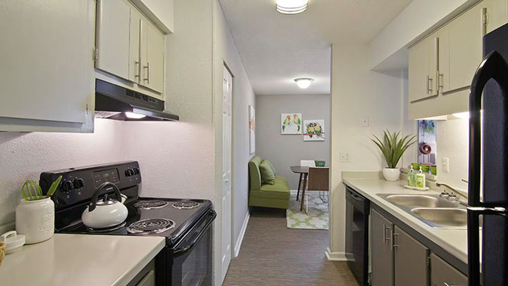 The-Hub-At-Tallahassee-Apartment-Homes-Tallahassee-FL-Kitchen-Unilodgers