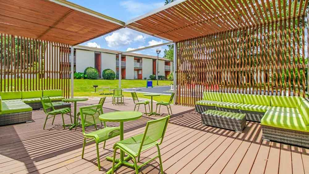 The-Hub-At-Tallahassee-Apartment-Homes-Tallahassee-FL-Outdoor-Courtyard-2-Unilodgers