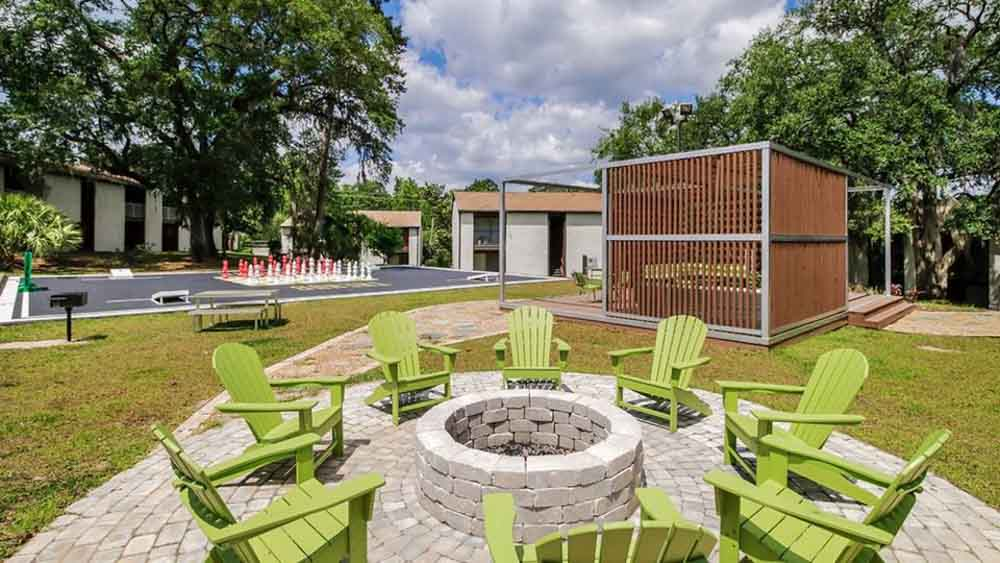 The-Hub-At-Tallahassee-Apartment-Homes-Tallahassee-FL-Outdoor-Courtyard-With-Firepit-Unilodgers