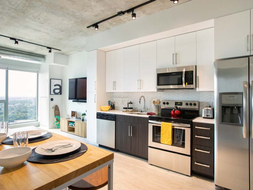 The-Hub-Minneapolis-MN-Kitchen-With-Dining-Table-Unilodgers