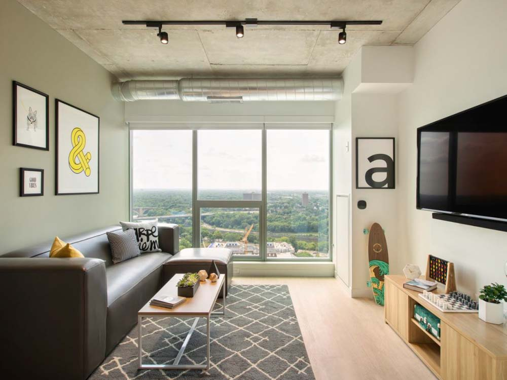 The-Hub-Minneapolis-MN-Living-Area-With-TV-Unilodgers