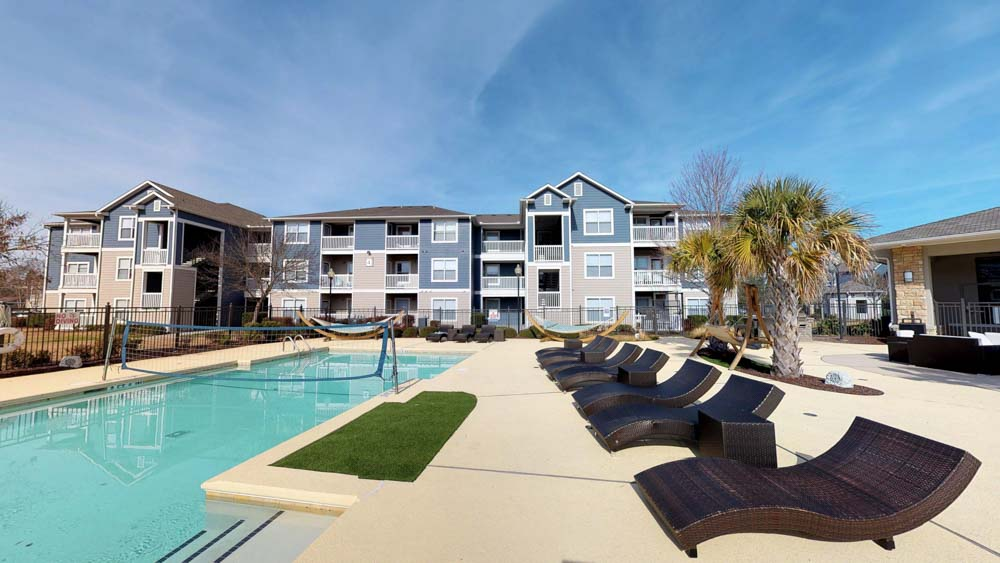 The-Landing-Student-Living-Greenville-NC-Swimming-Pool-Unilodgers