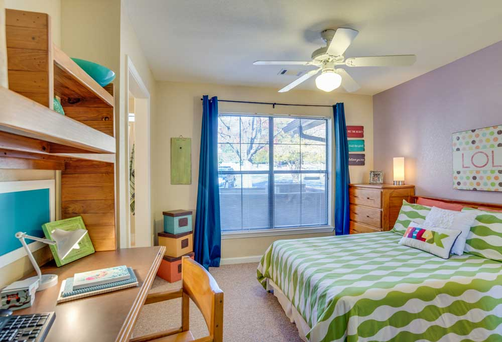 The-Lodge-Of-Athens-Athens-GA-Bedroom-Unilodgers