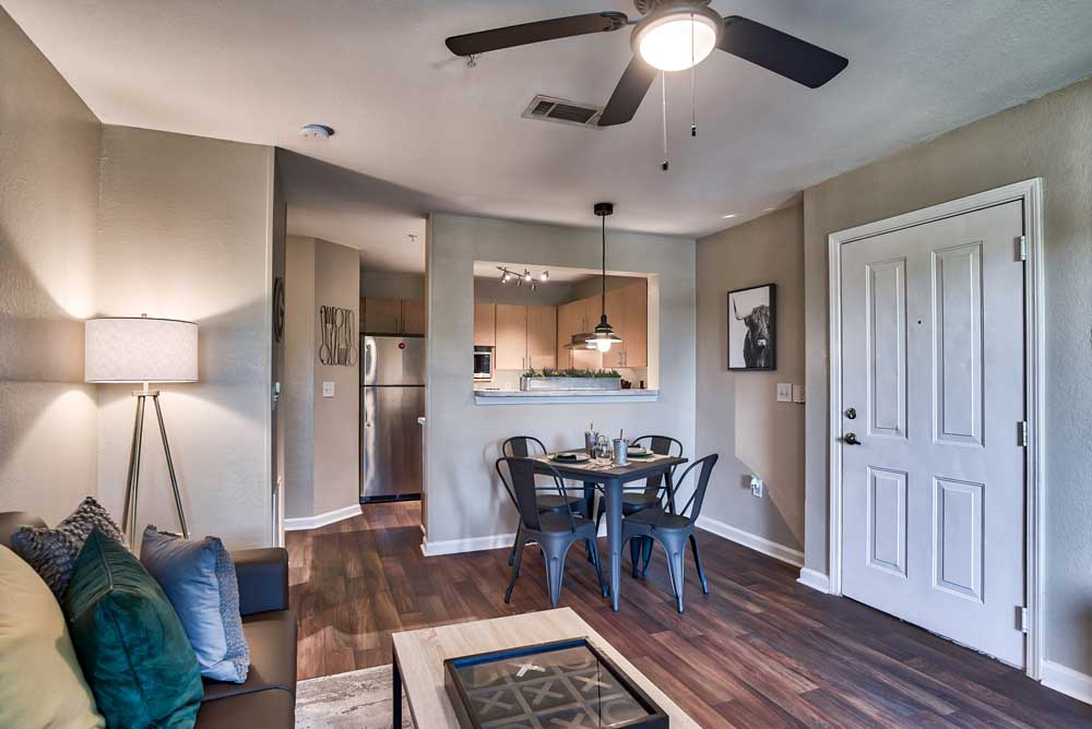 The-Lodge-Of-Athens-Athens-GA-Livingroom-Unilodgers