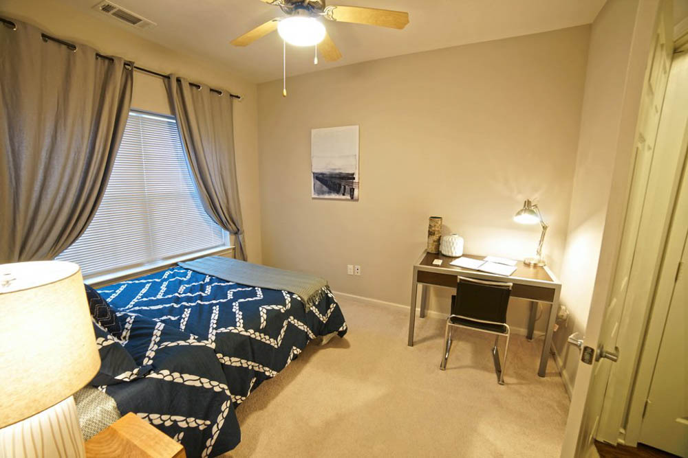 The-Lodges-At-West-Edge-Durham-NH-Bedroom-With-Study-Desk-Unilodgers