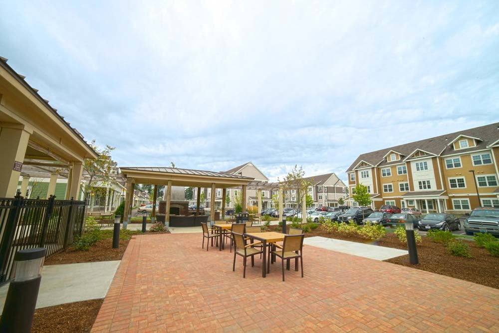 The-Lodges-At-West-Edge-Durham-NH-Outdoor-Courtyard-Unilodgers