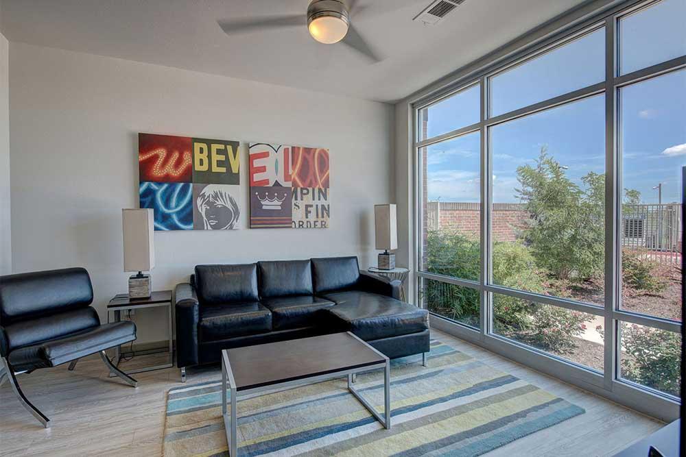 The-Luxx-San-Antonio-TX-Living-Area-Unilodgers