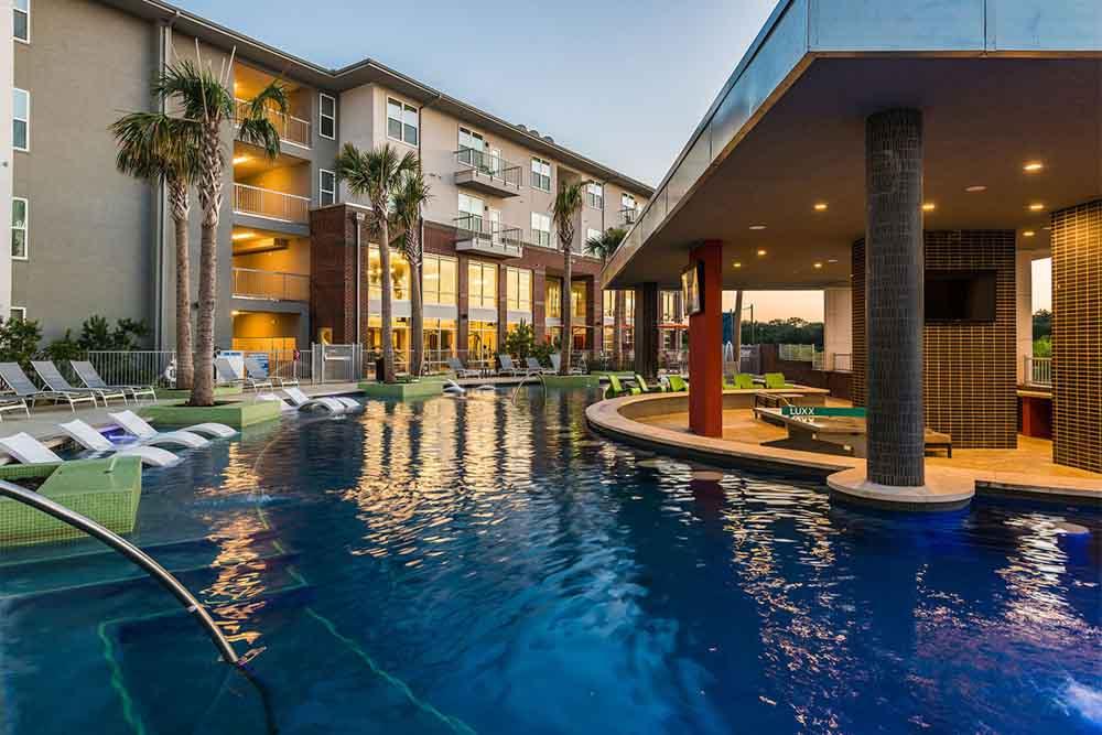The-Luxx-San-Antonio-TX-Swimming-Pool-Unilodgers